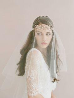 La colección de accesorios de novia de la firma twigs & honey es delicada y bella.