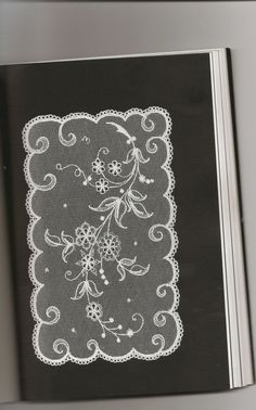 Archivo de álbumes Hand Embroidery, Embroidery Designs, Lace Veils, Needle Lace, Lace Making, Lace Patterns, Hobbies And Crafts, Doilies, Lana
