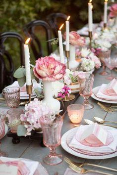 Come apparecchiare la tavola in stile vintage - Candele e fiori