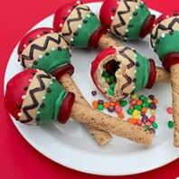 Candy-filled maraca cookies for Cinco de Mayo or World Thinking Day: Mexico Buffet Dessert, Dessert Bars, Cakepops, Cookie Exchange, Piniata Cake, Holiday Treats, Holiday Recipes, Cute Food, Good Food
