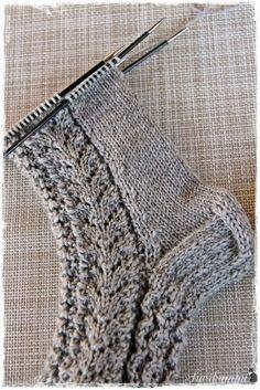 Lupasin laittaa pitsisukkien ohjeen tänne blogiin. Ohjeen saaminen kirjalliseen muotoon on jokseenkin haastavaa, sukkien mallit syntyvä... Diy Crochet And Knitting, Knitting Socks, Knitting Patterns Free, Knitted Hats, Knitting Projects, Diy Clothes, Mittens, Needlework, Arts And Crafts