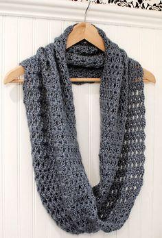Crochet Pattern Mobius Infinity Scarf / Wrap di petalstopicots