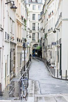 streets of paris | narrow | historic