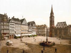 Wiederhergestellt: Heute sieht der Frankfurter Römerberg ganz ähnlich aus wie einst, nur, dass das Fachwerk damals nicht sichtbar war.