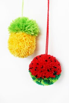 How to make tutti frutti pom-poms - tuts+ crafts & diy tutorial Kids Crafts, Crafts For Teens To Make, Diy And Crafts, Preschool Crafts, Pom Pom Crafts, Yarn Crafts, Pom Pom Diy, Pom Pom Tutorial, Diy Tutorial