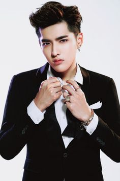 You guys, crazy picked up! Kris Wu, Korean K Pop, Exo Korean, Kpop Exo, Chanyeol, Rapper, Kim Jong Dae, Kim Minseok, Wu Yi Fan