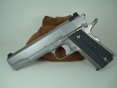 Dan Wesson Valor 1911, these are the grips I want on mine!