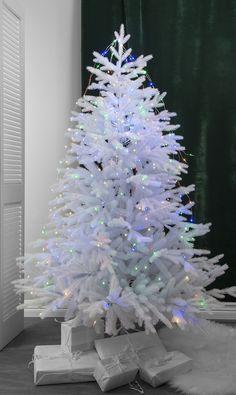 Dew Drop er en serie enkle og vakre lysslynger som er et must for å dekorere ditt bord til konfirmasjon, bryllup og fest! De er også fine til å gi litt ekstra oppmerksomhet til dine vakreste planter eller til ditt juletre. Dew Drops, Christmas Tree, Stars, Holiday Decor, Home Decor, Teal Christmas Tree, Decoration Home, Room Decor, Xmas Trees