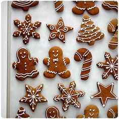Nothing says Christmas quite like gingerbread goodies. Kick off the holiday season by making a gingerbread recipe that your family will thank you for! Here are The 11 Best Gingerbread Recipes we could find perfect for breakfast, gift giving, and dessert! Christmas Sweets, Christmas Cooking, Noel Christmas, Christmas Goodies, Magical Christmas, Christmas Recipes, Christmas Baking For Kids, Nigella Christmas, Christmas Flatlay
