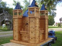 John Looser builds the most amazing birdhouses, inspired by Victorian architecture. His bird mansions are praised by bird lovers everywhere Bird Houses For Sale, Bird Houses Diy, Fairy Houses, Play Houses, Tree Houses, Modern Birdhouses, Bird House Feeder, Bird Feeders, Birdhouse Designs