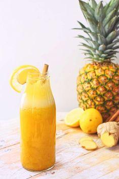 Het recept voor deze gezonde smoothie met ananas en citroen vind je op Healthy Wanderlust. Voeg wat extra plantaardige eiwitpoeder toe voor een lekkere eiwitrijke smoothie! Yummy Smoothies, Smoothie Drinks, Smoothie Bowl, Smothie, Green Smoothie Cleanse, Drink Photo, Fruit Infused Water, Cooking Recipes, Healthy Recipes