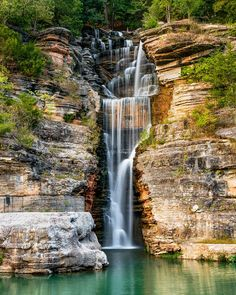 Explore Dogwood Canyon Nature Park during autumn to admire the fall foliage. You'll also see what several beautiful waterfalls in Missouri. Usa Travel Guide, Travel Usa, Dogwood Canyon, Waterfall Fountain, Small Waterfall, Beautiful Waterfalls, Adventure Is Out There, Day Trips, Missouri