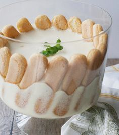 Postre: Espuma de limón, receta chilena | En Mi Cocina Hoy Chilean Desserts, Chilean Recipes, Chilean Food, Creative Desserts, Great Desserts, Trifle Desserts, Dessert Recipes, Pie Recipes, My Dessert