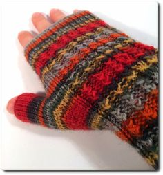 Fingerless Gloves, Arm Warmers, Ravelry, Mittens, Gloves, Tricot, Pom Pom Flowers, Diy Gifts, Hand Crafts