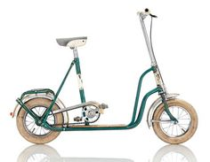 """DUSIKA 1960, AUT Frame: Steel varnished Bicycle gearing: 1 Speed Brakes: Tyre Brake / Coaster Brake Tyres: 12"""" Wired Tyre / 12"""" Wired Tyre Weight: 23,15 lbs"""