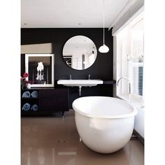 This black and white bathroom looks pretty with round-shaped furnitures. #rumahkubathroom