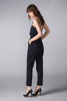 Shop KAARNA pants online www.halofromnorth.com  #hálo #halofromnorth #scandinavian #lapland #finnishdesign #designer #nordicstyle #nordicfashion #fashion #style #womenswear #highquality #european #fashiondesign #myhálo #Finland #Winter   #beautiful #follow #followus #like #netaporter #futureoffashion #love #summer #pinterest #darkhair #girl #woman #romantic #businessoffashion #fashionable #natural #ootd #outfitoftheday #outfit #partyoutfit #partylook #officelook #inspiration #inspo #outfitinspo Office Fashion, Work Fashion, Fashion Design, Scandinavian Fashion, Office Looks, Work Looks, Party Looks, Nordic Style, Office Outfits