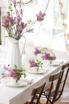 Dreamy white and lilac table setting ..