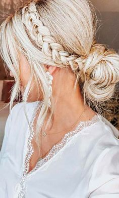 The Ultimate Hairstyle Handbook Everyday Hairstyles for the Everyday Girl Braids, Buns, and Twists! Step-by-Step Tutorials. Pinterest Best Hair and Beauty Board. #hairstyle
