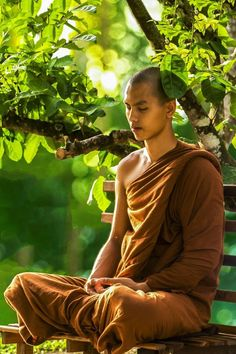 Knowing how yoga and meditation can actually help you get rid of many mental and physical problems. So, meditation every day is crucial. Zen Meditation, Meditation Images, Meditation Benefits, Meditation For Beginners, Meditation Techniques, Chakra Meditation, Buddhist Monk, Buddhist Art, Theravada Buddhism