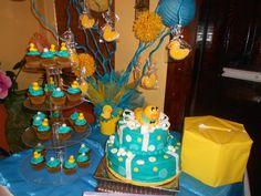 Cake: Plastic center Big Cake Cupcake tree for the real cake Baby Shower Duck, Cute Baby Shower Ideas, Cute Kids, Cute Babies, Rubber Ducky Party, Cupcake Tree, Kids Party Themes, Party Ideas, Big Cakes
