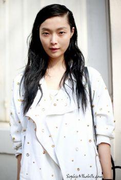 #sungheekim #fashion #model #fashionmodel #modeloffduty #beauty #asian #mannequin #beaute #girl #streetbeauty #street #women #mode #blanc #white #skirt #jupe #paris #moda by #sophiemhabille