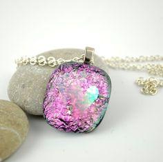 Halssmykke av rosa glass med to hjerter, nr 1