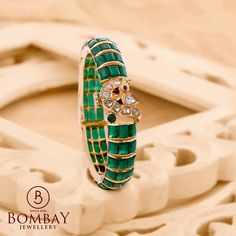 Gemstone Jewelry, Gold Jewelry, Jewelry Necklaces, Gold Bangles Design, Jewelry Design, Emerald Ring Gold, Emerald Green, Stylish Jewelry, Fashion Jewelry