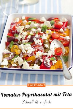 Feta recipe: tomato and pepper Feta-Rezept: Tomaten-Paprikasalat Quick, easy and so delicious – the tomato and pepper salad with feta is the perfect side dish, but is also suitable for a low carb diet, to go and to save calories. Low Carb Recipes, Diet Recipes, Vegetarian Recipes, Healthy Recipes, Plats Healthy, Healthy Salads, Law Carb, Low Glycemic Diet, Feta Salat