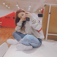 ㅤً (@gfrndzone) | Twitter South Korean Girls, Korean Girl Groups, Sinb Gfriend, Gfriend Sowon, Fan Picture, G Friend, Entertainment, Music Photo, Me As A Girlfriend