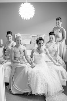Love this pose for bridal party