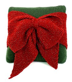Christmas Bow Pillow FREE knitting pattern by Marilyn Losee | Caron
