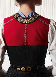 Hello all, The Sarafan has become one of the symbols of Russia. In spite of the fact that the garment is only a couple hundred years old. Countryside Fashion, Winter Typ, Folk Fashion, Tumblr Fashion, Folk Costume, Traditional Dresses, Models, Couture, Fall Outfits