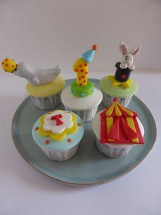 Cupcakes para aniversário com o tema Circo