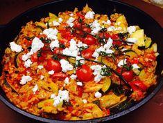 One Pot Hähnchen mit Reis - Rezept von Joes Cucina Verde Thai Chili, Burn Belly Fat Fast, Food Pyramid, Diet Chart, Paella, Vegetable Pizza, Ethnic Recipes, Risotto, Zucchini