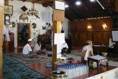 Paket Wisata Cirebon: Wisata Religi Makam Sunan Gunung Jati