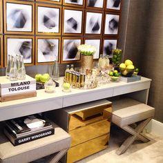A arquiteta @chris_hamoui apostou no cinza e dourado para produzir um luxuoso quarto na #MostraQE2015!  #design #decor #gold #decoração #Padgram