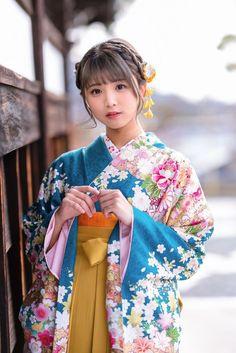 Beautiful Japanese Girl, Japanese Beauty, Asian Beauty, Kimono Japan, Japanese Kimono, Japanese School Uniform Girl, Cute Kawaii Girl, Oriental, Japanese Characters