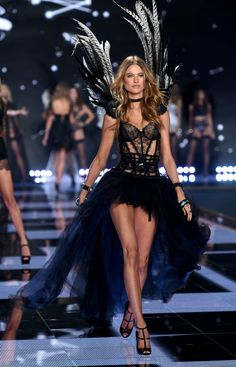Behati Prinsloo, VS Fashion Show