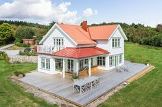 Objekt 1475 Modern Porch, Modern Farmhouse Exterior, Charming House, Swedish House, House With Porch, Maine House, House Floor Plans, Victorian Homes, House Colors