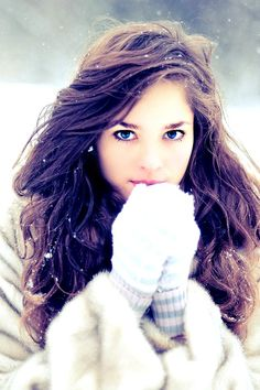 I love her hair, and as much as I love the Summer look, I adore the winter look!!