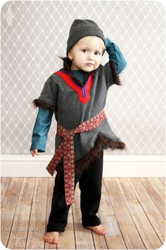 Kristoff Inspired Costume Tutorial - Don't leave out the boys in the Frozen fun! With this Kristoff inspired Costume Tutorial you'll have your little guy ready for Halloween or everyday dress-up fun in no time! Diy Halloween Costumes For Kids, Easy Diy Costumes, Boy Costumes, Disney Costumes, Halloween Kostüm, Costume Ideas, Family Halloween, Kristoff Costume, Frozen Costume