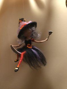 Nadel Filz Fairy Waldorf inspirierte Hexe mit einer von DreamsLab3