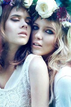 Two model poses Beauty Photography, Portrait Photography, Fashion Photography, Couple Photography, Photography Ideas, Fashion Shoot, Fashion Models, Trendy Fashion, Modeling Fotografie
