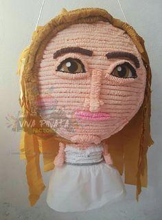 Ahora es turno de una hermosa novia. 🎊👰💍 No hay regalo más original que una de nuestras #PiñatasPersonalizadas 🤔💭+✏🖌✂=🎊