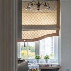 Римскиешторы - прекрасное оформление для окна на кухне! Их главные преимущества – функциональность, оригинальность и комфорт! Хотите шторы на заказ? Закажите выезд дизайнера через WhatsApp, ссылка в профиле. #шторы#шторыназаказ#дизайн#дизайнер#архитектор#гостиная#дизайнпроект#curtains#design#interiordesig#interiors#windowdressing# Drapes And Blinds, Drapes Curtains, Window Coverings, Window Treatments, Custom Drapes, House Windows, Stores, Kitchen Decor, House Design