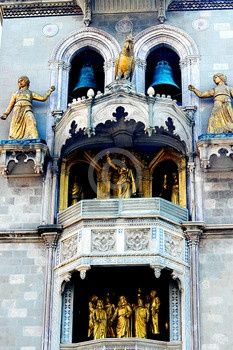 Another stop on my cruise- Sicily! This church had a really loud presentation!  #messina
