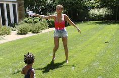 Aww, Beyoncé and little Blue playing with bubbles!