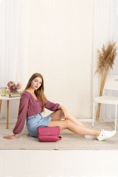 autumn | summer outfit | autumn outfit | spring outfit | autumn fashion | womensoutfit | casual outfit | women autumn outfit | balloon sleeves blouse | pink blouse | mini skirt | denim skirt | pink handbag | white sneakers | fashion inspo | outfit inspo #ootd #factcooloutfit