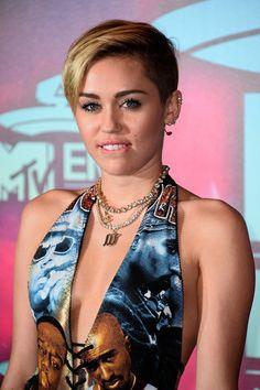 """Miley Cyrus optó por su cabello al estilo pixie, que según nuestros expertos fue de los elementos que la hizo saltar al estrellato, que le quitó su imagen de """"Disney girl"""""""